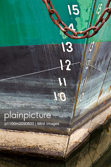 Boat Hull - p1100m2090833 by Mint Images