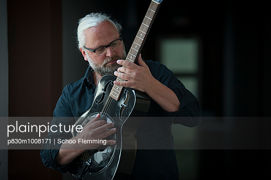 Musician - p830m1008171 by Schoo Flemming