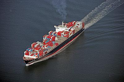 Containerschiff in der Elbmündung bei Neuwerk - p1016m741942 von Jochen Knobloch