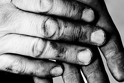 Schmutzige Hände - p1195m1195465 von Kathrin Brunnhofer