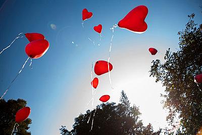 Luftballons steigen lassen - p1386m1452184 von beesch