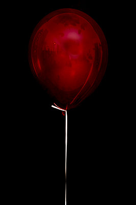 Heliumballon - p451m953150 von Anja Weber-Decker
