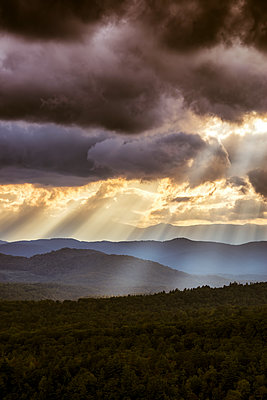 USA, Virginia, dramatic skay over Blue Ridge Mountains at twilight - p300m1204440 by Scott Masterton