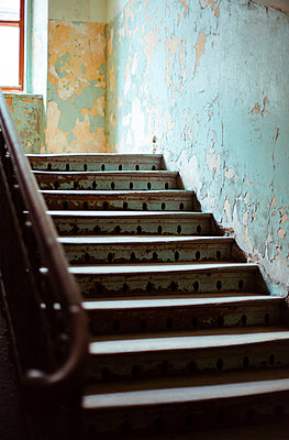 Upstairs - p432m1051840 by mia takahara