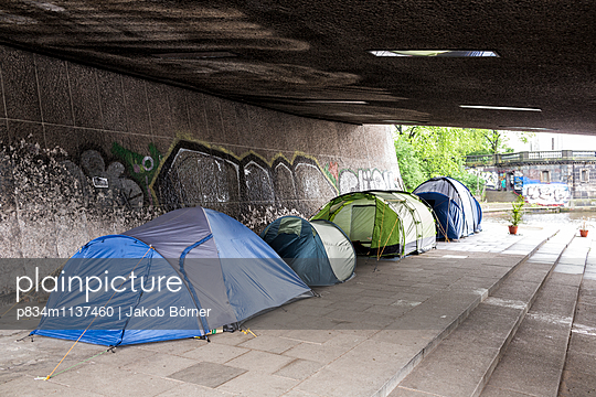 Homelessness - p834m1137460 by Jakob Börner