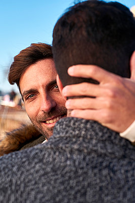 Close-up of smiling man embracing boyfriend - p300m2257332 by Veam