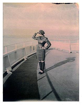 Frau auf Fähre - p342m729097 von Thorsten Marquardt