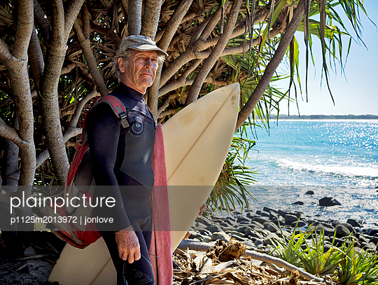 Surfer with board checking waves - p1125m2013972 by jonlove