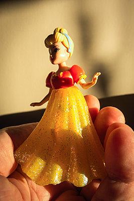Princess figurine - p1418m1572381 by Jan Håkan Dahlström