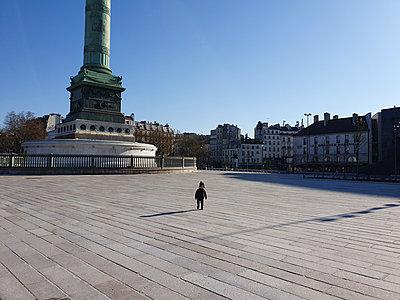 Lonely boy - p1411m2178842 by Florent Drillon