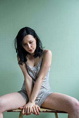 Young woman wearing lingerie - p427m2076641 by Ralf Mohr