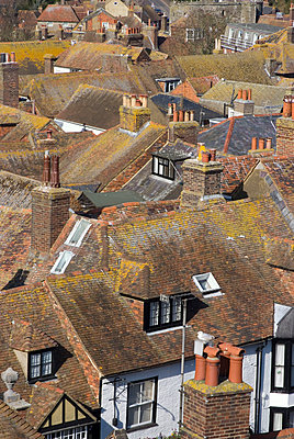 View of rooftops in Rye, East Sussex. - p855m2261361 by Natalie Tepper