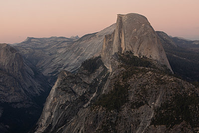 Half Dome in Yosemite National Park with Echo Peaks in the background. - p1166m2137461 by Cavan Images
