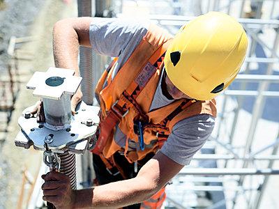 Construction worker fitting pillar - p300m2079035 by Christian Vorhofer