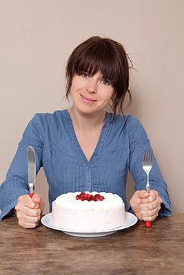 Woman with cake - p4541228 by Lubitz + Dorner