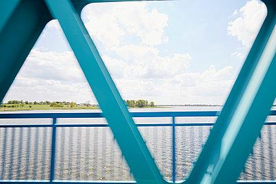 Auf der Brücke - p464m1461645 von Elektrons 08
