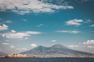 Mount Vesuvius seen from the sea - p1150m1539879 by Elise Ortiou Campion