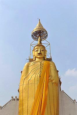 Goldener Buddha - p949m658182 von Frauke Schumann