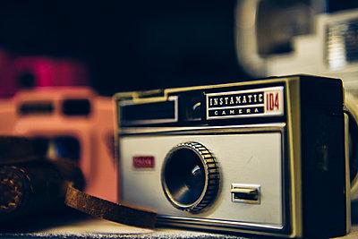 Alte Kameras etc. - p988m1440898 von Rachel Rebibo