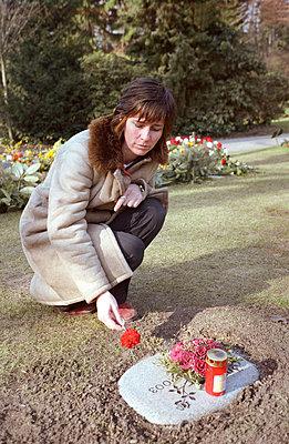 Trauernde Frau - p0260105 von Opitz