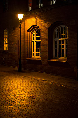 Street lamp at night - p1170m1516285 by Bjanka Kadic