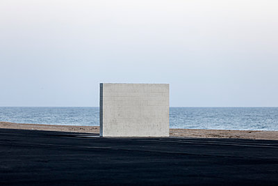Wall on the Beach - p1094m2057254 by Patrick Strattner