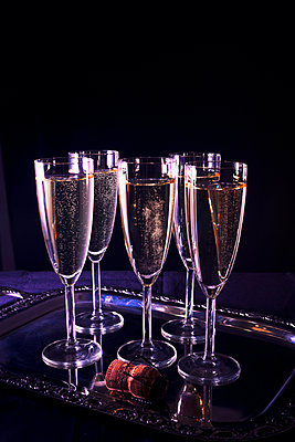 Glasses of champagne - p1149m2039130 by Yvonne Röder
