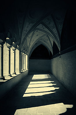 Old church archway cloister perspective colonnade - p609m1473056 by OSKARQ
