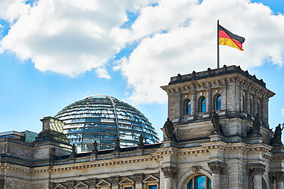 Reichstag building  - p851m1528920 by Lohfink