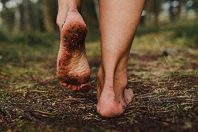 Walking bare feet - p312m2146228 by Stina Gränfors