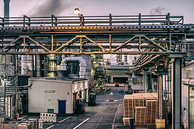 Chemical industrial plant - p401m2228386 by Frank Baquet