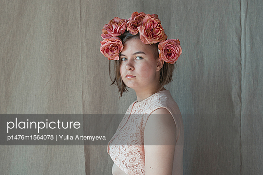 Girl with roses - p1476m1564078 by Yulia Artemyeva