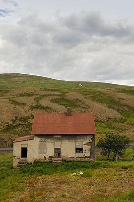 Abandoned house - p470m934106 by Ingrid Michel