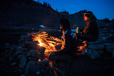 Roasting smores on a campfire on a summer night. - p1166m2136736 by Cavan Images
