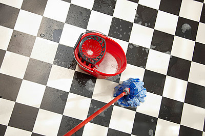 Cleaning lady - p5870105 by Spitta + Hellwig