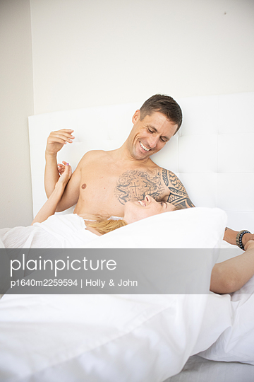 Couple in love in bed - p1640m2259594 by Holly & John