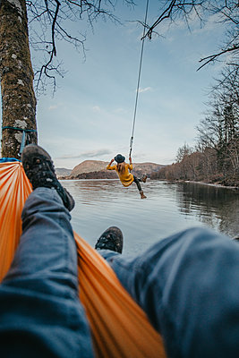 Young woman on a swing next to Bohinj Lake in Slovenia - p1455m2077130 by Ingmar Wein