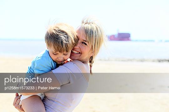 p1258m1573233 by Peter Hamel
