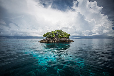 Majestic view of Raja Ampat Islands against cloudy sky - p1166m1489694 by Cavan Images