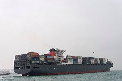 Frachter auf dem Bosporus - p228m753474 von photocake.de