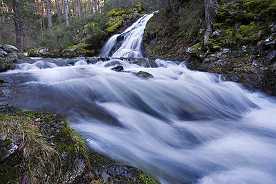 Time lapse view of rocky creek  - p42917032 by Rosa Isabel Vazquez