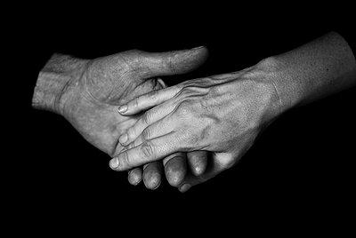 Hände V - p999m755221 von Monika Kluza