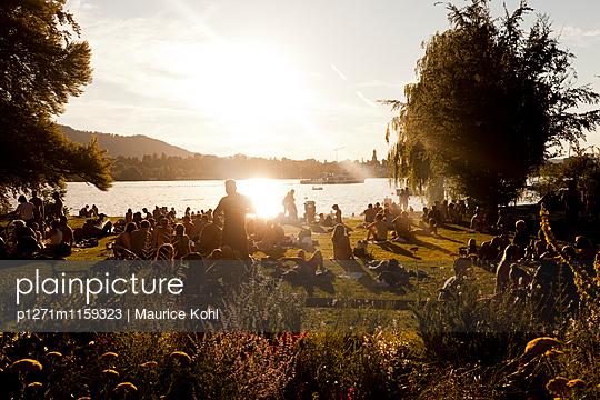 Abend am See - p1271m1159323 von Maurice Kohl