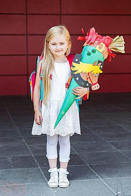 Child starting school - p1114m919019 by Carina Wendland