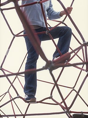 Boy climbs a jungle gym - p1157m1093008 by Klaus Nather