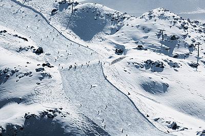 Austria, Tyrol, Ischgl, skiers on slope in winter landscape - p300m1068843f by Bela Raba