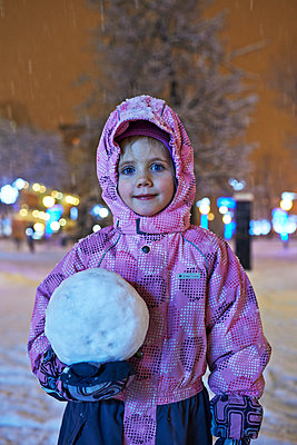 Girl with snowball - p390m973261 by Frank Herfort