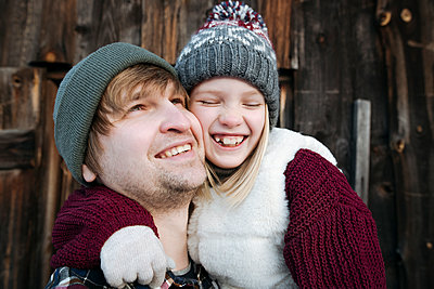 Happy father with daughter outdoors in winter - p300m2160473 by Ekaterina Yakunina