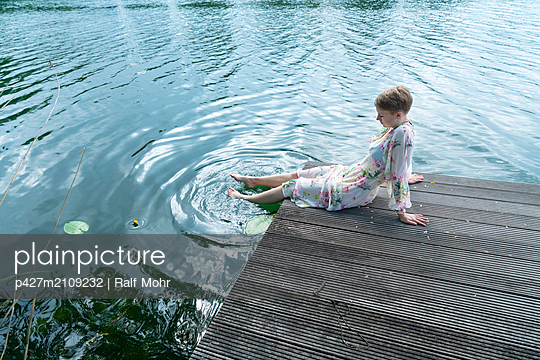 Woman by the lake - p427m2109232 by Ralf Mohr