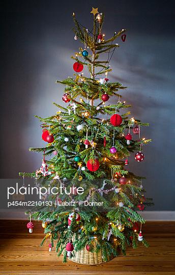 Christmas tree - p454m2210193 by Lubitz + Dorner
